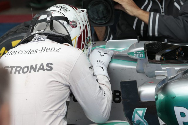 Malgré l'abandon de Nico Rosberg, Mercedes s'est assurée... (Associated Press)