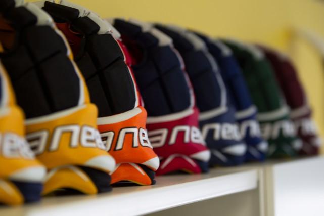 Bauer Hockey a récemment inauguré de nouvelles installations... (PHOTO IVANOH DEMERS, ARCHIVES LA PRESSE)