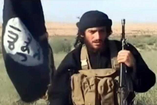Le porte-parole de l'EI, Abou Mohamed al-Adnani... (Archives AFP/Capture d'écran YouTube)