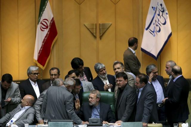 Lors d'une session houleuse reflétant les divisions entre... (Photo Ebrahim Noroozi, AP)