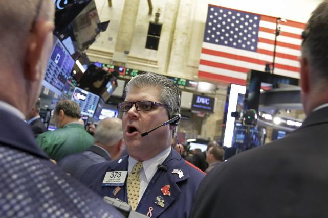 Le Dow Jones Industrial Average a perdu 49,74points... (PHOTO RICHARD DREW, ARCHIVES ASSOCIATED PRESS)