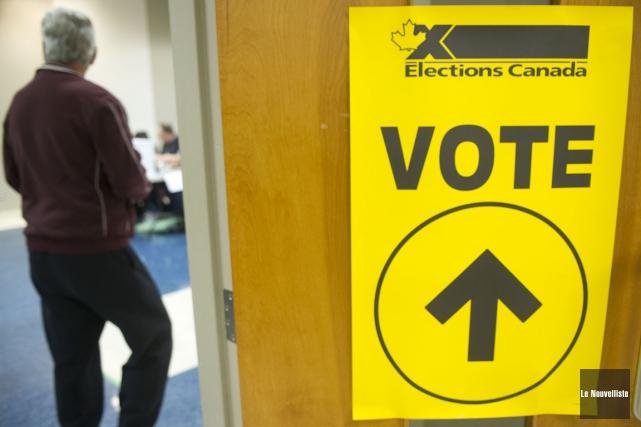 Dans les bureaux de vote par anticipation de... (Photo: Stéphane Lessard, Le Nouvelliste)