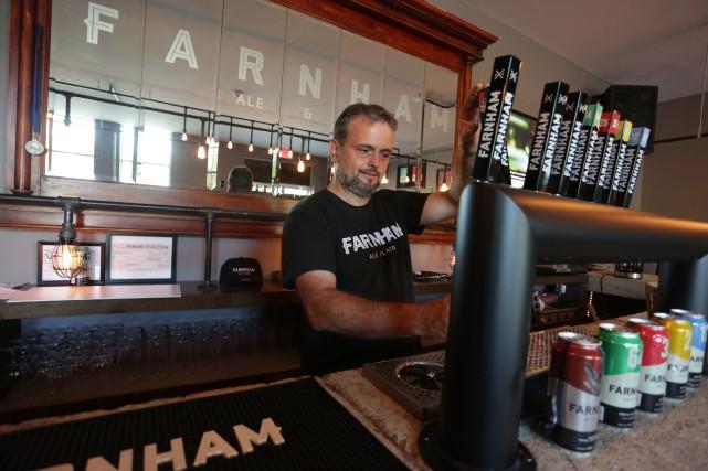 Le directeur général de la brasserie Farnham Ale...