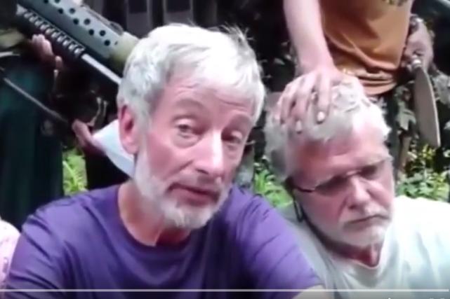 Les deux Canadiens implorent les Philippines et le... (Photo tirée d'une vidéo Youtube)