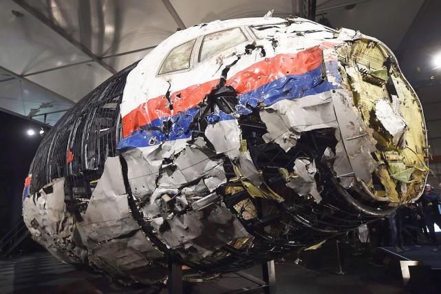 Le cockpit éventré du Boeing777 du vol MH17... (AFP, Emmanuel Dunand)