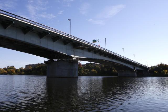Le pont Macdonald-Cartier, inauguré le 15 octobre 1965,... (Simon Séguin-Bertrand, LeDroit)