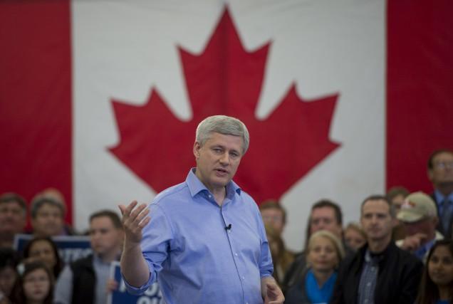 Un gouvernement conservateur minoritaire élu le 19 octobre... (Archives La Presse Canadienne)