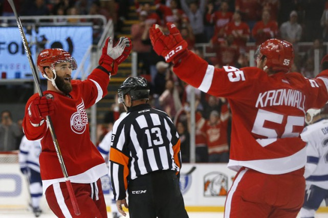 Henrik Zetterberg a contribué un but et une passe tandis que Jimmy Howard a... (PHOTO AP)