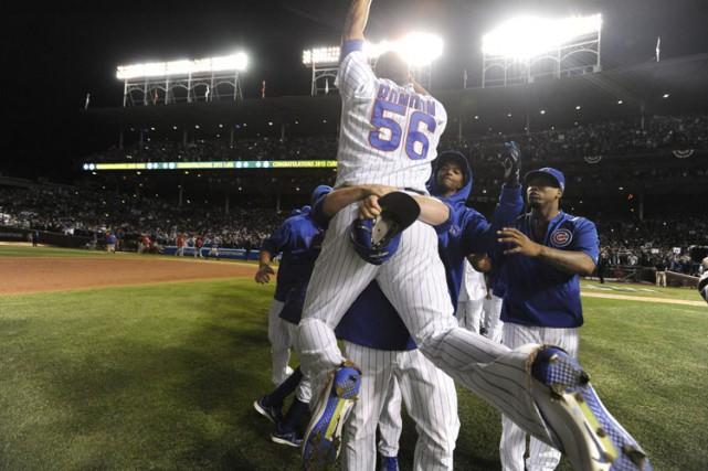 Anthony Rizzo a brisé l'impasse avec un circuit en solo en sixième et les Cubs... (PHOTO AP)