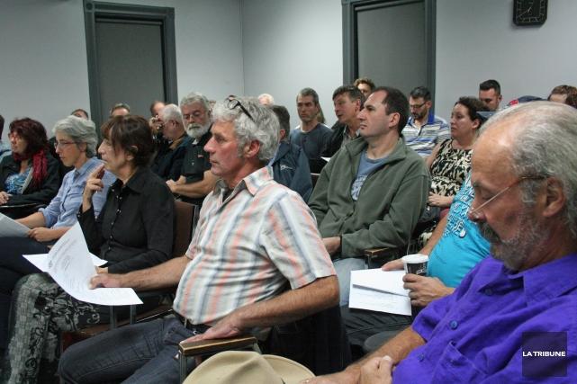 Une vingtaine de citoyens, dont de nombreux producteurs... (La Tribune, Maryse Carbonneau)