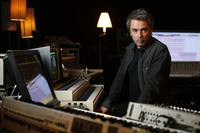 Jean-Michel Jarre dans son studio.... (PHOTO ARCHIVES AFP)