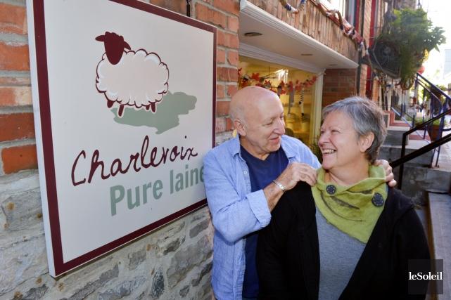 Yvan Delage et Hélène Martin, propriétaire de l'atelier-boutique... (Photo Le Soleil, Jean-Marie Villeneuve)