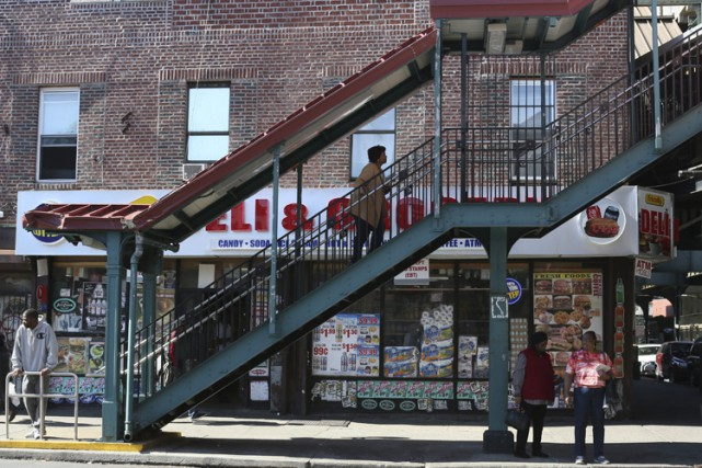 Dans le quartier pauvre de Brownsville à Brooklyn,... (PHOTO AP)