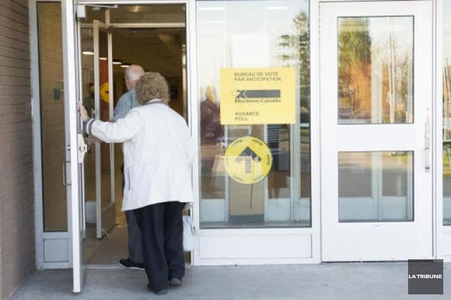 Bien que le vote par anticipation pour les élections fédérales ait progressé... (Imacom, Julien Chamberland)