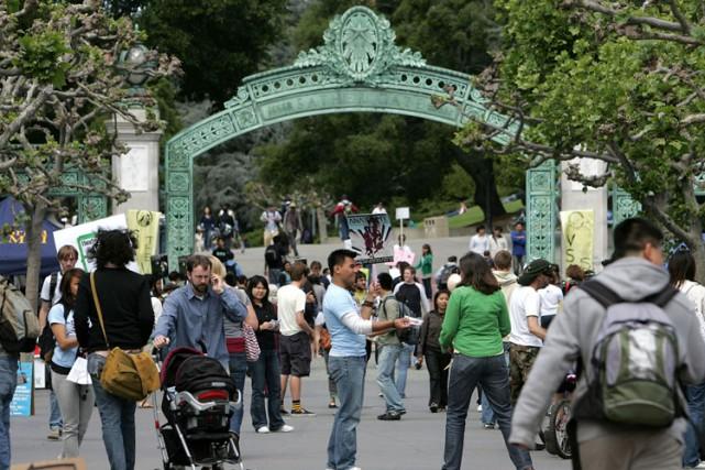 La porte de Sather orne l'entrée de l'université... (ARCHIVES AFP)