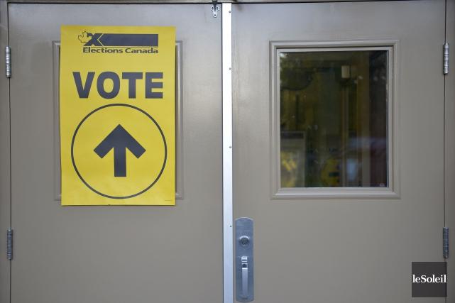 Vote par anticipation à Québec, le 10 octobre... (Le Soleil, Yan Doublet)