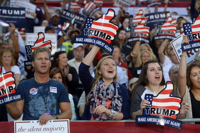 Des supporters de Donald Trump se sont réunis... (PHOTO AFP)