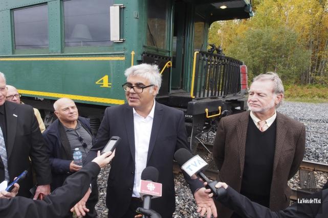 François Rebello, de Train-Hôtel, et John Giles, président... (Alain Dion, La Voix de l'Est)