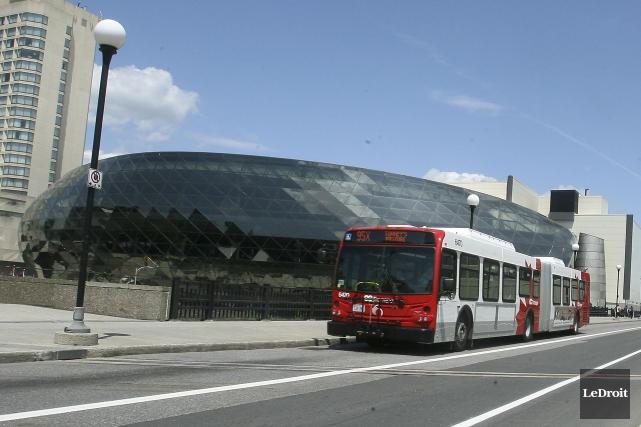 La construction du train léger s'active à Ottawa. Au cours des prochains mois,... (Patrick Woodbury, Archives LeDroit)