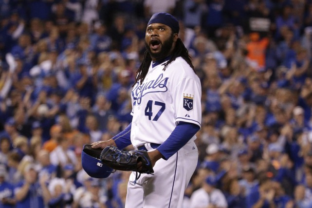 Le partant des Royals Johnny Cueto a accordé... (Photo AP)