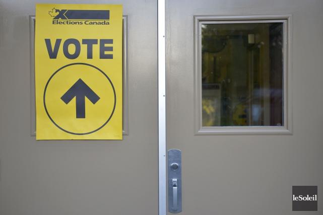 Vote par anticipation à Québec, le 10 octobre... (Photothèque Le Soleil)