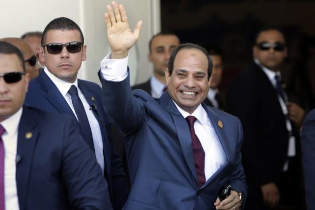 Élu président après avoir destitué Mohamed Morsi en... (PHOTO AMR NABIL, ARCHIVES AP)