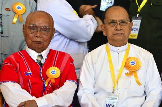 Le président Thein Sein (à droite), qui s'était... (PHOTO AUNG SHINE OO, AP)