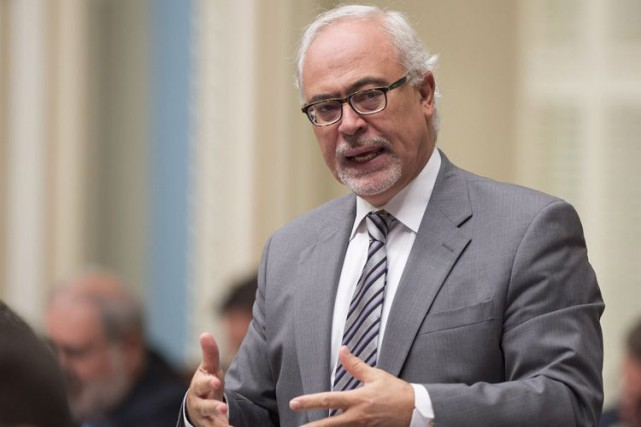 Le ministre des Finances, Carlos Leitao... (Archives La Presse Canadienne)