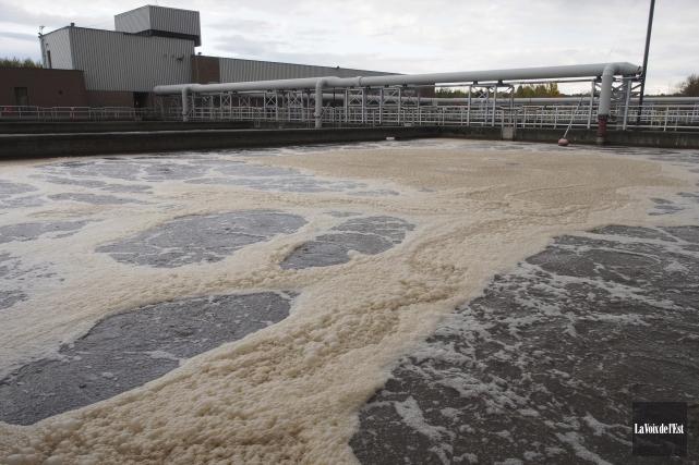 Des déversements d'eaux usées sont survenus à huit... (Alain Dion, La Voix de l'Est)