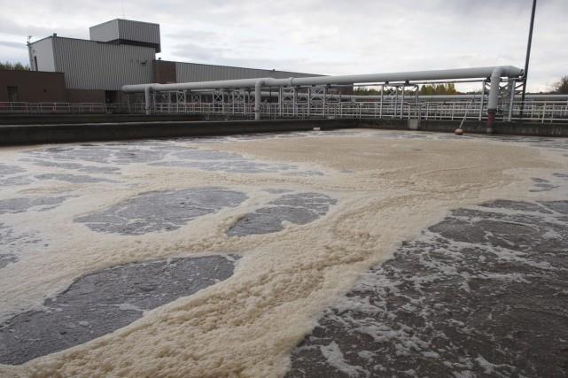 Des déversements d'eaux usées sont survenus à huit... (Photo Alain Dion)