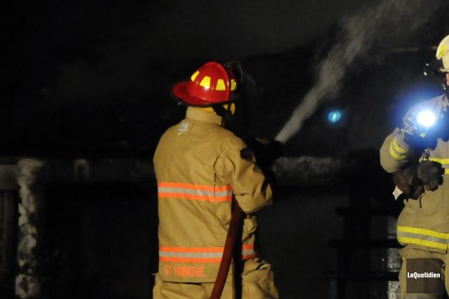 Une personne demeure manquante après qu'un incendie ait ravagé une résidence de... (Archives Le Quotidien)