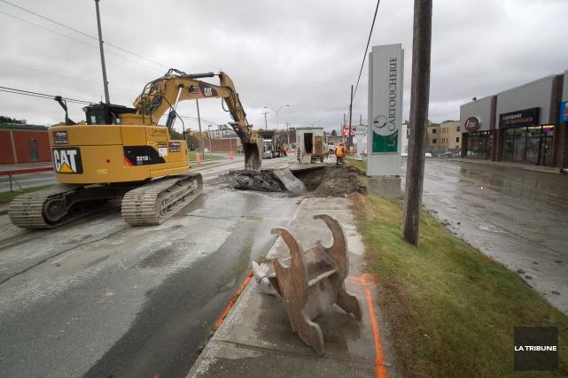 Une fuite d'eau dans une conduite du réseau d'aqueduc de la Ville de Sherbrooke... (Imacom, René Marquis)