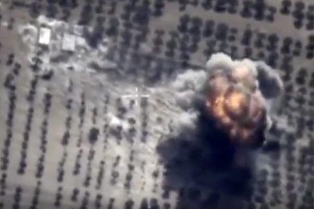 Revenant sur les cibles des frappes aériennes, présentées... (PHOTO AFP/MINISTÈRE RUSSE DE LA DÉFENSE)