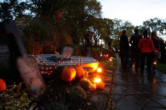 Ceux qui souhaitent s'imprégner de l'ambiance de l'Halloween... (Photo Mathieu Bélanger, collaboration spéciale)