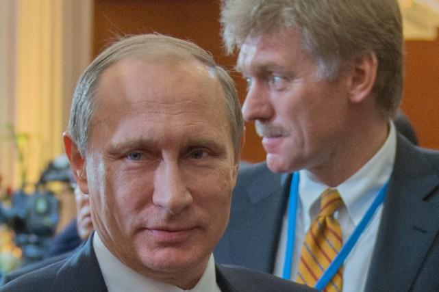 Le président russe Vladimir Poutine et le porte-parole... (AFP, Sergei Guneev)