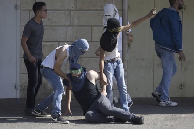Des heurts violents ont mis aux prises hier... (Associated Press)