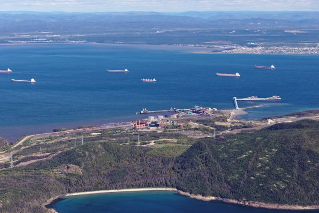 Il n'était pas rare d'observer jusqu'à sept minéraliers... (Photo fournie par le Port de Sept-Îles)
