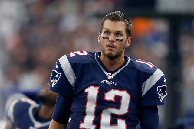 Tom Brady et Andrew Luck croiseront le fer... (Photo: AFP)