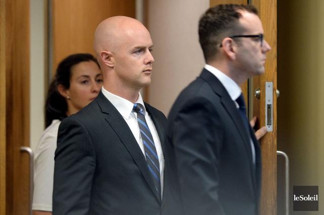 Le policier Simon Beaulieu s'est présenté en cour... (Le Soleil, Erick Labbé)