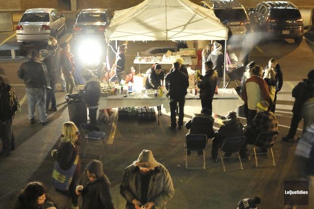 L'événement était tenu dans le stationnement Murdock, en... (Photo Le Quotidien, Rocket Lavoie)