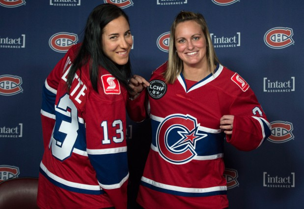 Caroline Ouellette et Marie-Philip Poulin... (Photo Paul Chiasson, La Presse Canadienne)