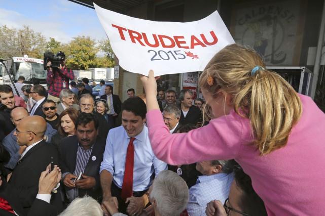 Une jeune partisane de Justin Trudeau affichait ses... (PHOTO CHRIS WATTIE, REUTERS)
