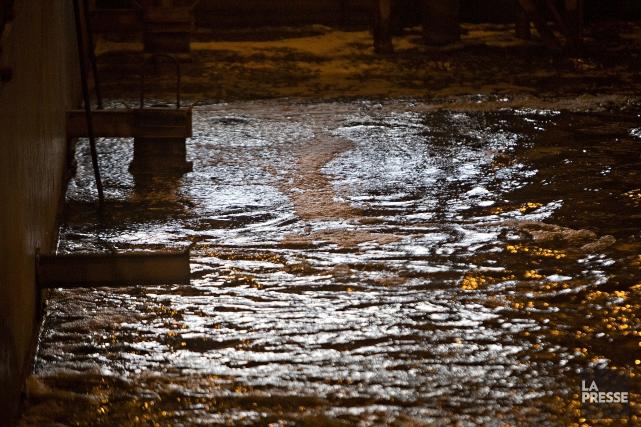 Les eaux usées de Montréal continuent de défrayer... (PHOTO PATRICK SANFAÇON, ARCHIVES LA PRESSE)