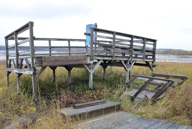 Le bois est pourri, les escaliers des belvédères... (Photo Le Progrès-Dimanche, Rocket Lavoie)