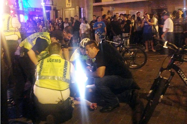Un homme a succombé à ses blessures sur... (AFP)
