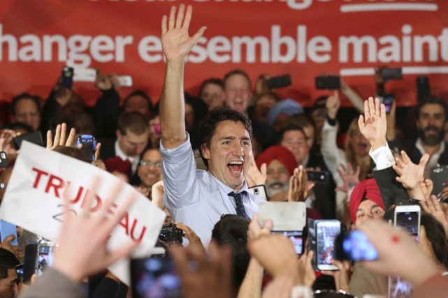 «Il est temps de s'unir; Québécois, Albertains, Canadiens!»,... (PHOTO REUTERS)