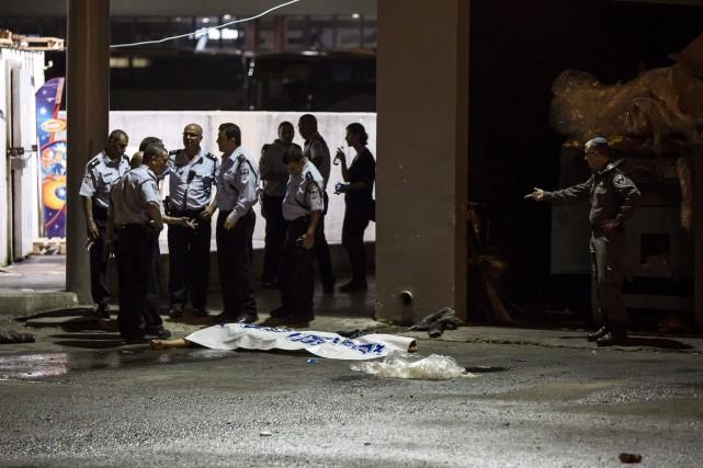 Dimanche soir, une personne est entrée dans la... (Associated Press)