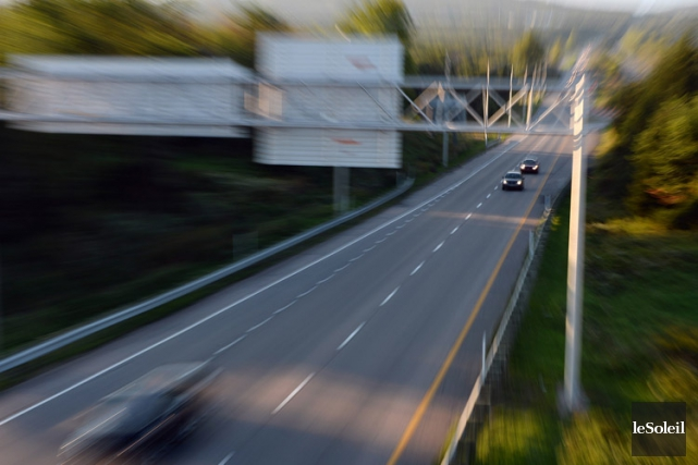 L'autoroute 10 reliant Montréal à Sherbrooke a été fermée en début de soirée,... (ARCHIVES LE SOLEIL)