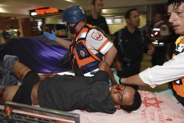 Un homme est mort et six personnes ont... (Photo The Associate Press)