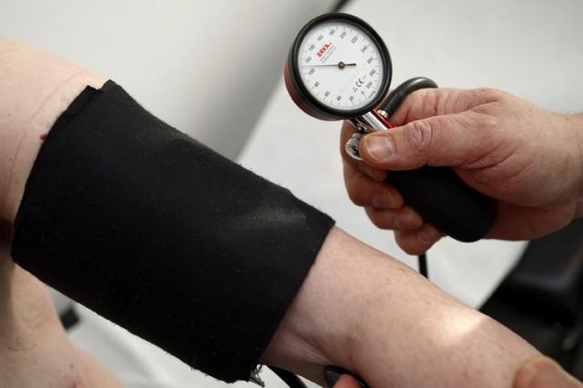Une baisse radicale du seuil de l'hypertension, suggérée le mois dernier par un... (ARCHIVES PC)